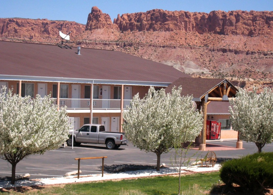 Capitol reef resort vacations to america for Torrey utah lodging cabins