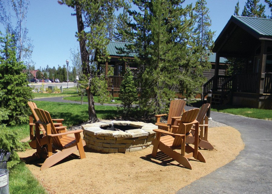 Explorer cabins at yellowstone vacations to america for Cabins near yellowstone west entrance